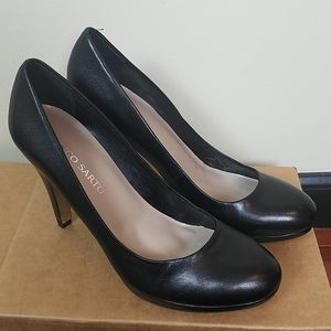 Franco Sarto black leather round toe pumps heels